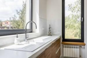 Dodajte svojej kuchyni šmrnc: Riešením sú moderné granitové drezy